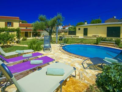 Photo for Cozy, detached holiday home with fenced garden and swimming pool, beach at 6 km