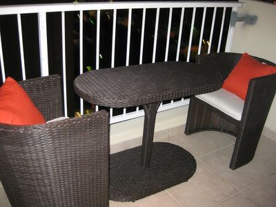 Spacious one bedroom condo with Beach access, ocean view, free wifi and parking