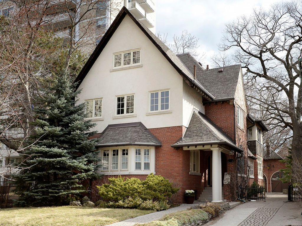 Gorgeous, stately, pet-friendly home, steps from High Park