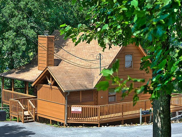 Rustic villa country pines resort 2 br vrbo for Outrageous cabins country pines