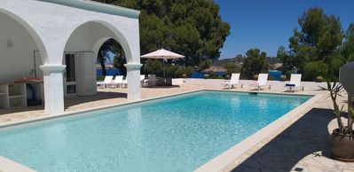 Photo for Stylish villa, amazing sea views, 15m pool & chill out, private 4100m2 gardens