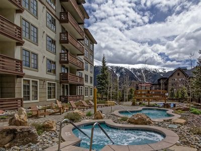 Photo for Copper Mtn - PP522. Chic updates & furniture. Hot tubs, play pool, fitness room.