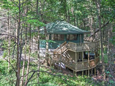 Unique Gatlinburg Cabin w/Decks, Hot Tub, Fire Pit