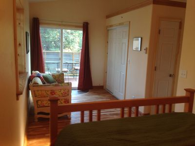 Cozy studio apartment in quiet neighborhood minutes walk to our vibrant downtown
