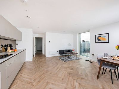 Photo for 2BR Modern Apartment in Fantastic City Location