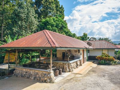 Photo for Providing mountain views, a shared lounge and barbecue facilities.