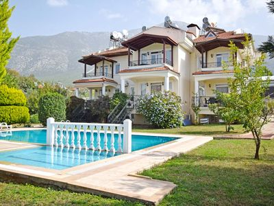 Fully furnished and well equipped 3 bedroom apartment, with 2 shared bathrooms.