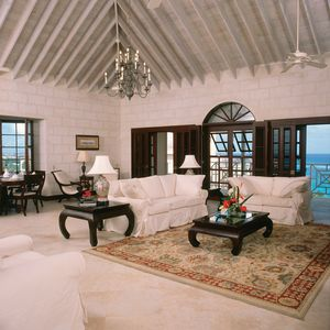 Vaulted Ceiling in 3 Bed Penthouse with views to the ocean, and a corner pool