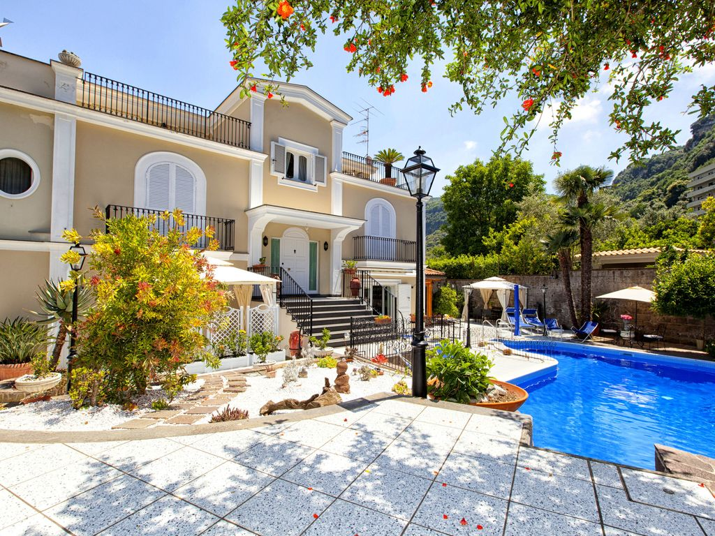 Lovely 6 Bedrooms Villa With Pool Located Few Minutes From Sorrento
