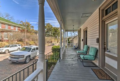 This Vicksburg apartment is located minutes from family attractions.
