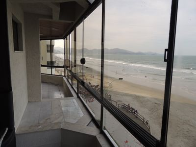Photo for Beautiful apartment facing the sea in Meia Praia, Itapema.