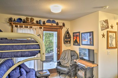 This cozy studio is the perfect home base for 5 lucky guests.