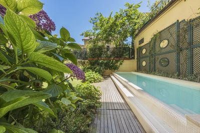The  refreshing pool exclusively for own use in the historic centre of Florence
