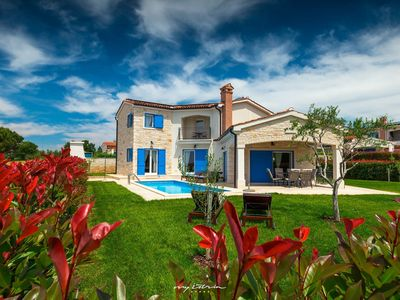 Photo for Villa with sea view and pool just out of Poreč