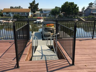 Direct water access to private dock (pontoon not available for use)