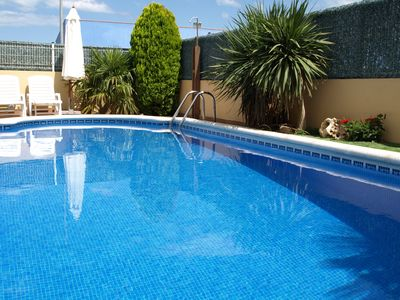 Photo for HOUSE WITH GARDEN AND PRIVATE POOL, 900m FROM THE BEACH. BARBECUE AND FREE WIFI