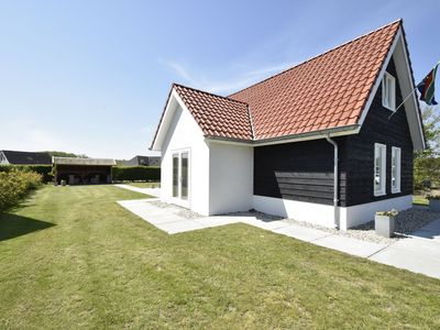 Photo for Spacious holiday home in pleasant holiday resort in Zeewolde