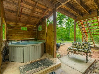 Photo for Creek Side Cottage | 1BR 1BA | Pet Friendly | Hot Tub | Trout Fishing