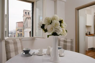 Dining room with canal views through 3 windowsview to Giudecca canal