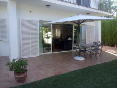 Front terrace with entrance to the livingroom