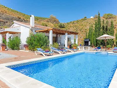 Photo for Charming 2 bedroom villa, table tennis, pool, terrace & free pool towels