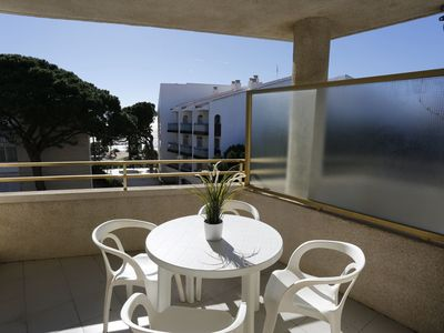 Photo for Nice apartment for 4 guests with pool, TV, balcony, pets allowed and parking