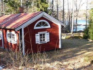 Cosy cottage m. Lake view, barrel sauna! Rowing boat, kayaks and canadians!