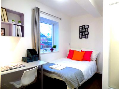 Photo for Lovely En-suite Room very close to Uni