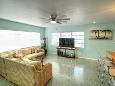 Photo for Pass A Grille - walk to the beach and restaurants. Prefect location