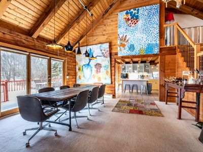 Modern, Artsy, & Lofty Log Home - 7 nights to Monthly Discount