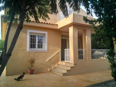 Photo for Beautiful 4 bedroom house, 20 minutes from the sea and Alicante, 5 minutes from GOLF