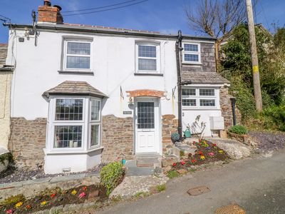 Photo for TOR VIEW (THE CORNWALL HOUSE), pet friendly in Stratton, Ref 1004877