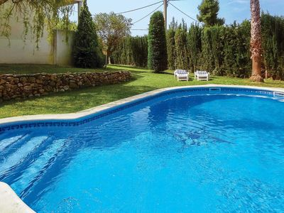 Photo for Air-conditioned family villa with BBQ, private pool and free Wi-Fi