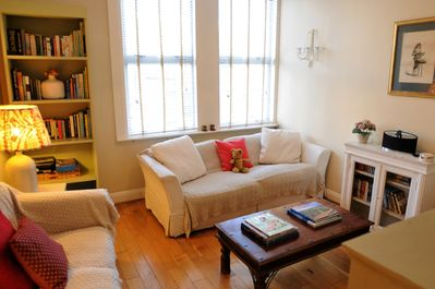 Two Bedroom Apartment: Gratton Rd sitting room with widescreen TV