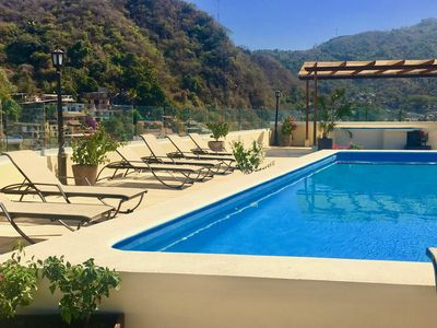 Rooftop pool, whirlpool tub and sundeck