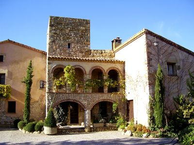 Photo for Comfortable country house. 55 km Barcelona. Large garden with swimming pool.