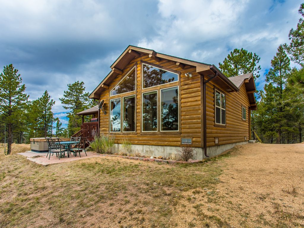 Secluded mtn cabin on 35 acres pikes peak view hot tub for Mountain cabin rentals colorado
