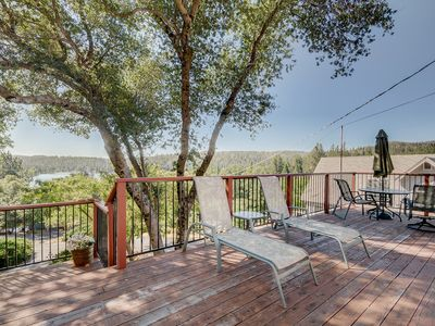Photo for Cozy, family-friendly house w/shared pool, large deck with views of the lake!