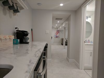 Quiet Newly Remodeled Apartment with Private Entrance and Free Parking