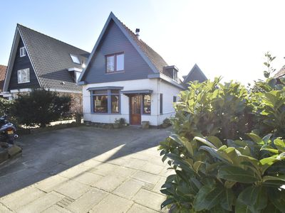 Photo for Uniquely located family house with terrace near the Bergense bos and town centre
