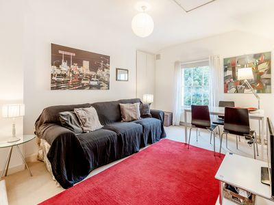 Photo for Cosy 1 bedroom apartment in the heart of Kensington {FM2}