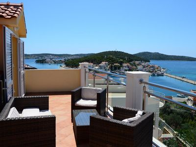 Photo for Two bedroom apartment with terrace and sea view Rogoznica (A-7515-e)