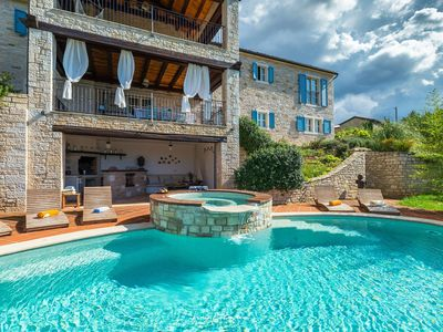 Photo for Luxury villa with private heated pool in Istria