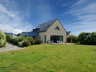 Photo for Beautiful villa with private swimming pool, jacuzzi, sauna and view on the sea!