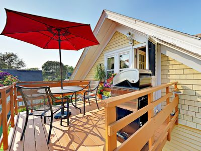 Photo for Romantic Crow's Nest Hideaway with Deck and Treetop Vistas – Walk to Downtown