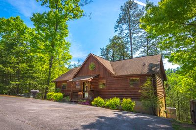 "Beautiful Pigeon Forge Three Bedroom Chalet Rental-Has it all for ""A Beary Good Time"""