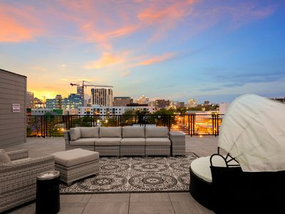 Photo for Inn Cahoots Suites on 6th St: 5 Br, 3.5 Bath, Kitchen, Living Rm, Pool, Roofdeck