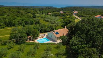 Photo for Charming family villa with private pool near Pula