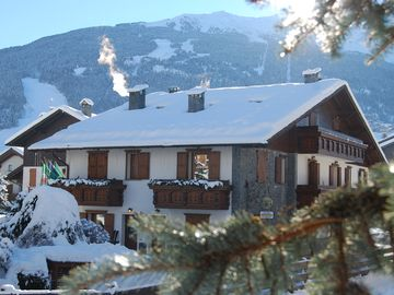 CHALET GARDENIA to two hundred meters from the thermal pool Bormio-free parking and wi-fi www.chaletgardenia.it