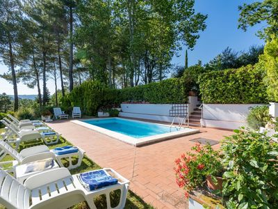 Photo for Private Villa with private pool, WIFI, TV, patio, panoramic view, parking, close to San Gimignano